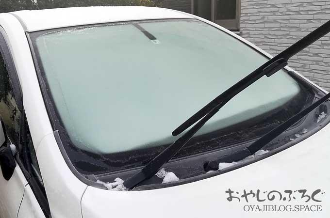 冬の信州長野の朝と、クルマのフロントガラスの霜と会社へ出勤。